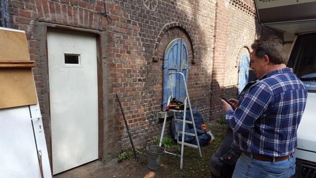 Haupttür ist eingebaut